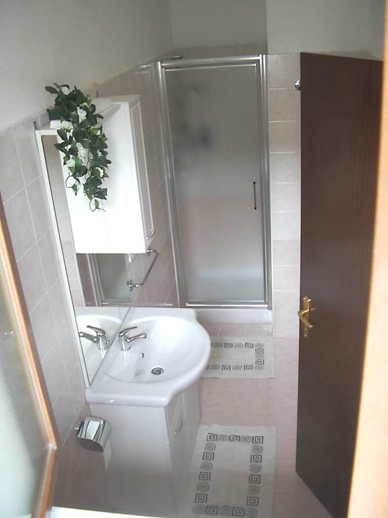 Foto della camera matrimoniale con bagno - Camera con bagno ...